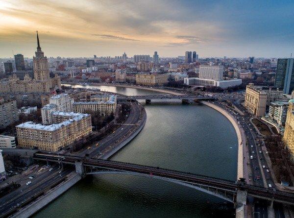 В Москве по двум набережным ограничили движение до 15 сентября