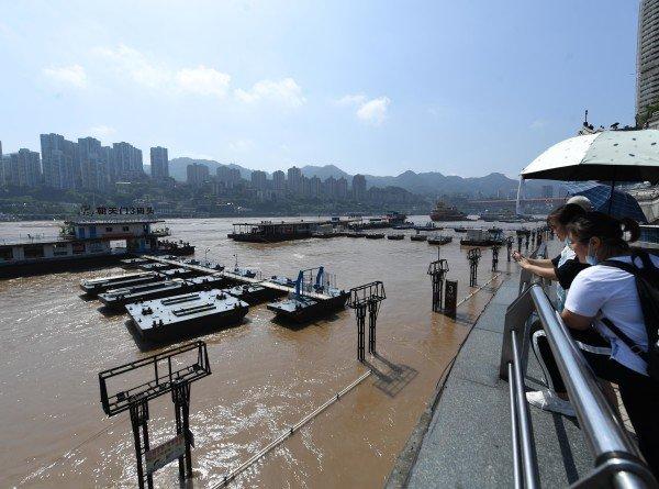 Наводнение в Китае: город Панфенг ушел под воду из-за урагана «Хагупит»