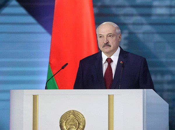 Лукашенко в послании рассказал о COVID-19, многовекторной политике и приоритетах в экономике