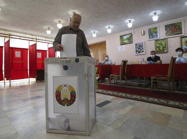 Явка на досрочное голосование по выборам президента в Беларуси ко второму дню достигла 5%