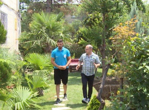 Вместо жары – прохлада: житель Грузии создал комфортный микроклимат в своем дворе