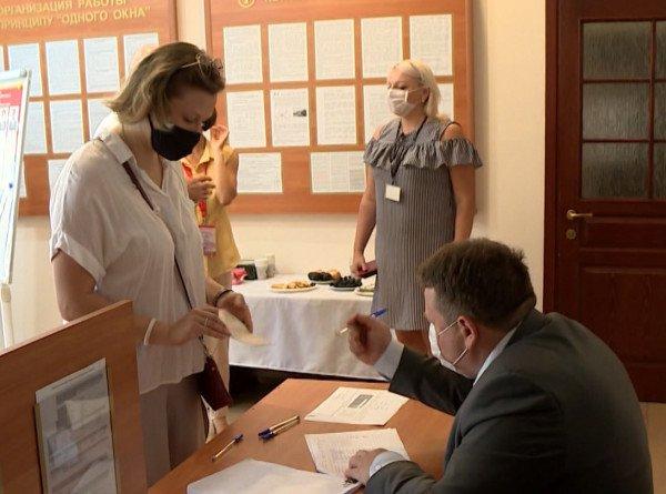 Белорусы, проживающие в Молдове, голосуют на избирательном участке в Кишиневе
