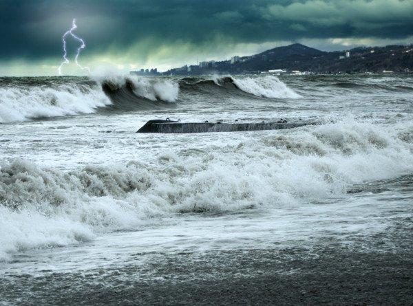 Ураган «Исаиас» обрушился на восточное побережье США