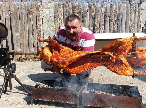 «Кулинария – это творчество»: как житель Казахстана покорил китайских подписчиков