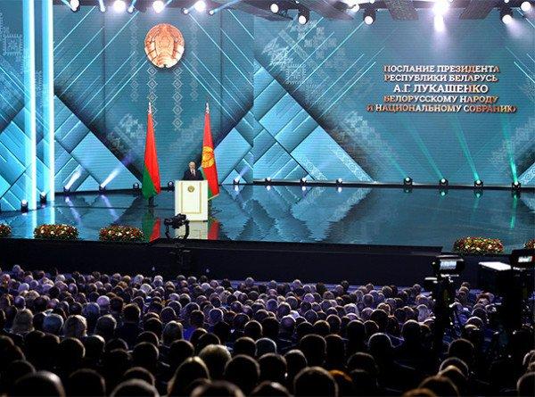 Гибридные войны и короновирусные стрелы: Лукашенко обратился к народу и парламенту