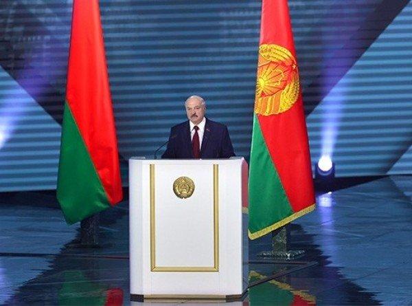 О пандемии, соцполитике и цифровых технологиях: яркие цитаты из послания Лукашенко