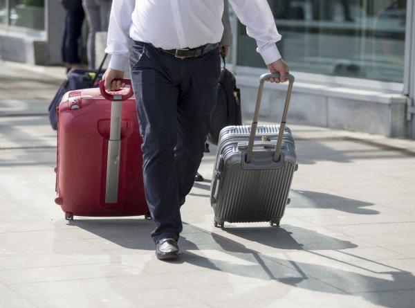 Туристы поделились советами, как обойти ограничения по ручной клади в самолете