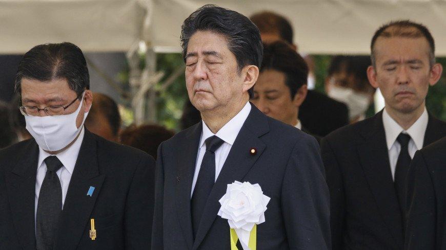 Премьер Японии угодил в больницу для дополнительного медобследования