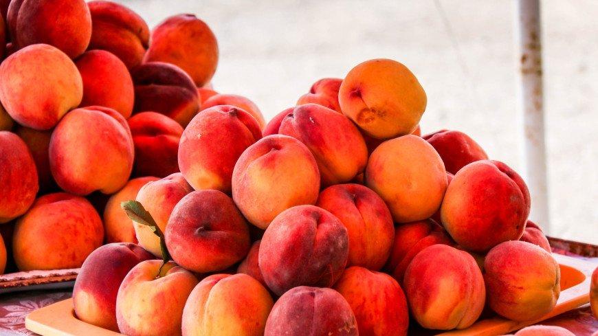 Названа скрытая опасность персиков и абрикосов