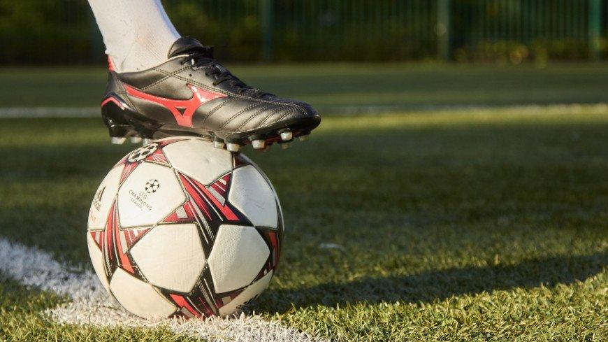 Футбольная революция в Нидерландах: девушке разрешили играть в мужской команде
