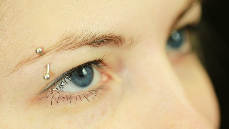 лицо, девушка, женщина, бровь, глаза, ресницы, глаз, кожа, смотреть, часть тела, тело, зрение, взгляд, офтальмолог, окулист, линзы, тушь, макияж, взгляд, зрачок, радужка, веки, косметолог, косметология, пирсинг, сережка, украшение, прокол,