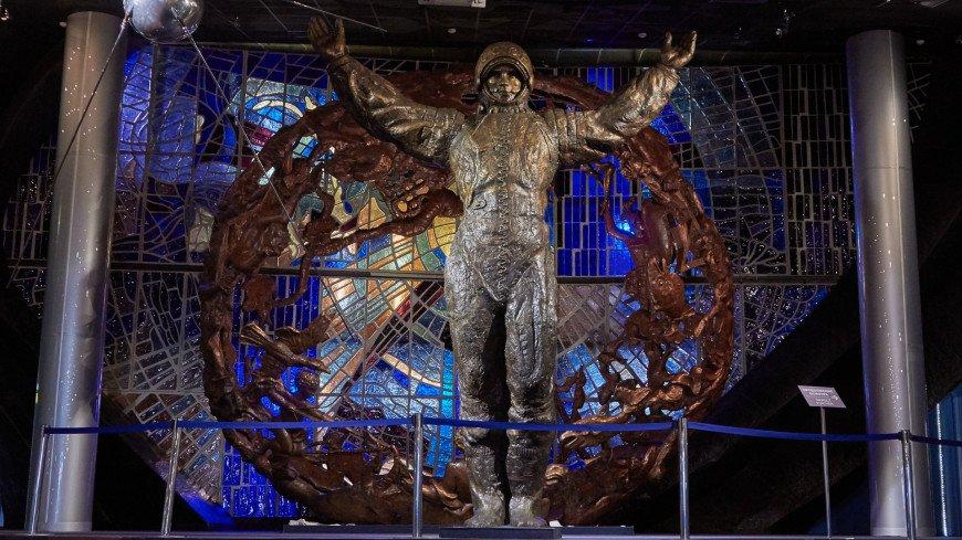 """Фото: Дмитрий Белицкий (МТРК «Мир») """"«Мир 24»"""":http://mir24.tv/, памятник космонавту, музей космонавтики, космос, космонавт, космонавтика"""