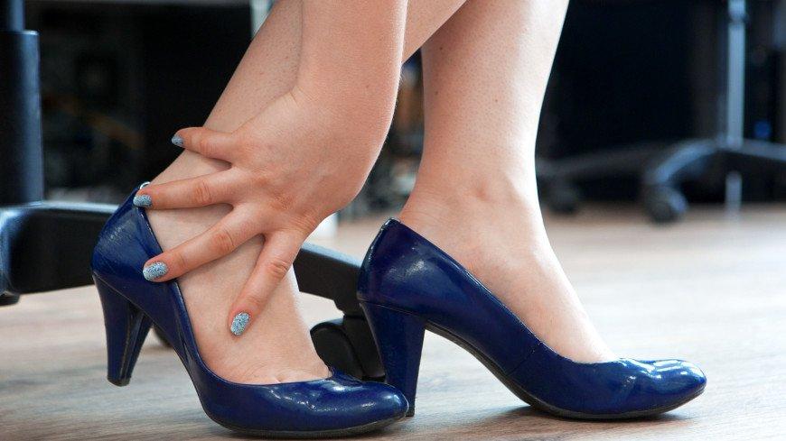 Названы причины появления выступающей косточки на ноге