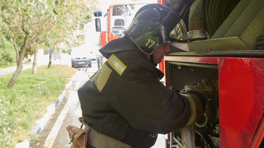 В Новосибирске потушили крупный пожар на складе лакокрасочной продукции
