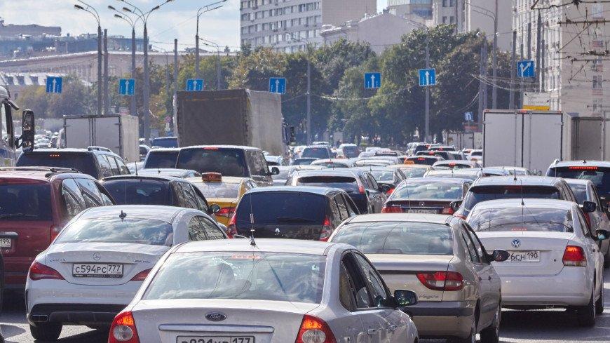 Дептранс Москвы подтвердил запрет водителям выезжать на «выделенки» в выходные
