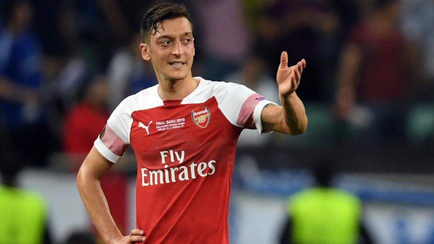 «Арсенал» хочет избавиться от Озила, немец не намерен уходить раньше срока
