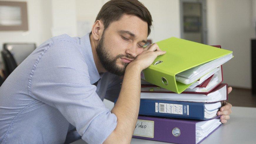 Недостаток ночного сна связали с агрессивностью и раздражительностью