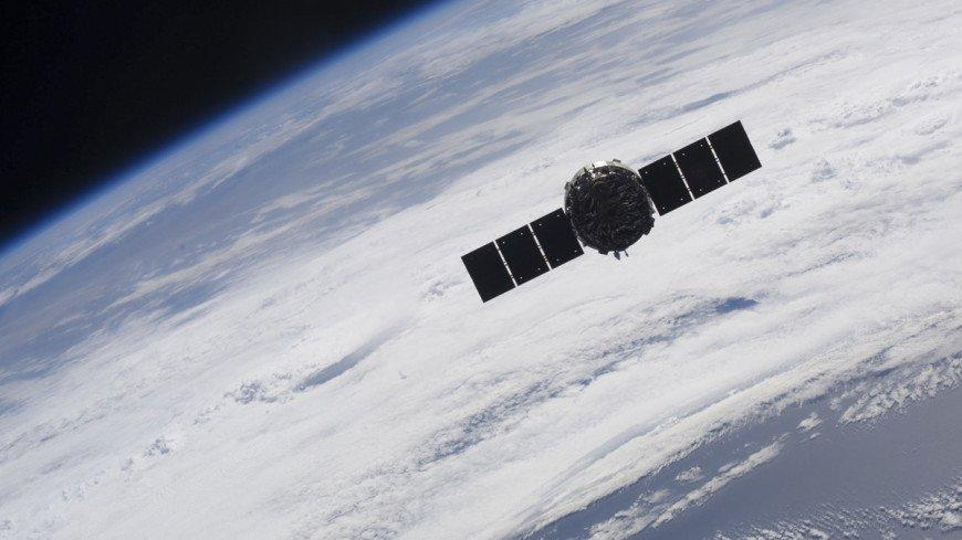 SpaceX запустила ракету со спутником с мыса Канаверал