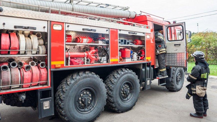 Сильный пожар произошел на старейшем хлебопекарном заводе в Екатеринбурге