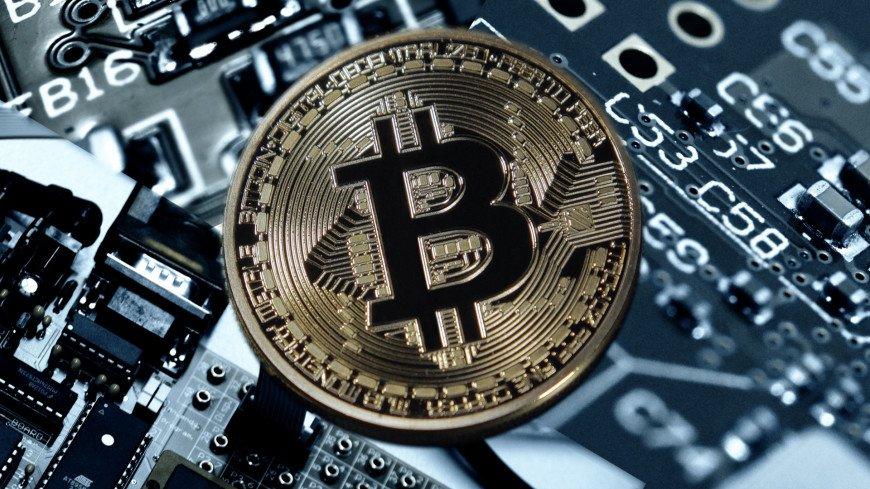Стоимость биткоина приближается к $13 тысячам