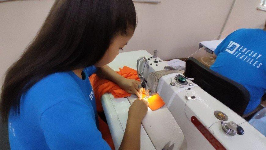 Без линейки и цветов: в Кыргызстане из-за пандемии коронавируса разрешили не покупать школьную форму