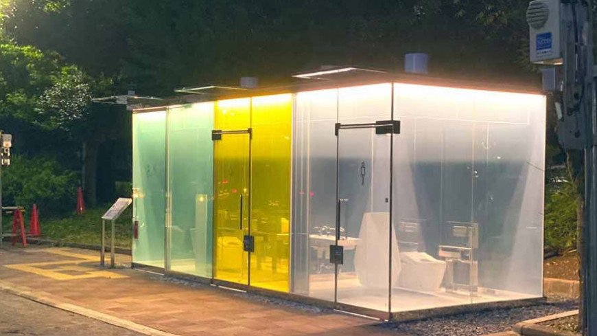 В парках Токио установили прозрачные туалеты из смарт-стекла