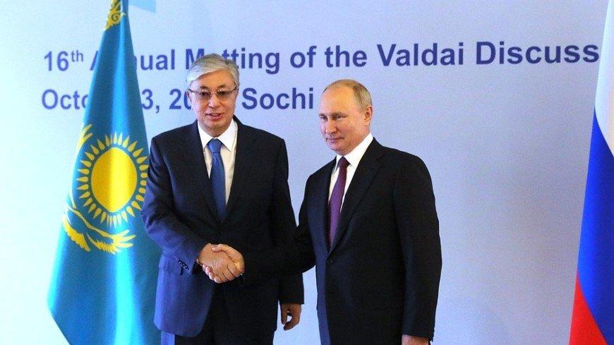 Токаев поздравил Путина с регистрацией первой в мире вакцины против коронавируса