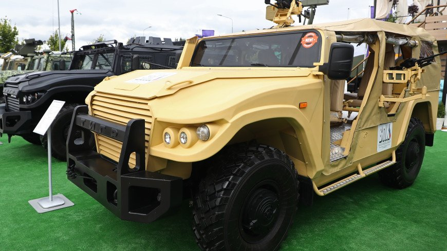 Шойгу поручил испытать на учениях бронированные автомобили «Тигр» и «Стрела»