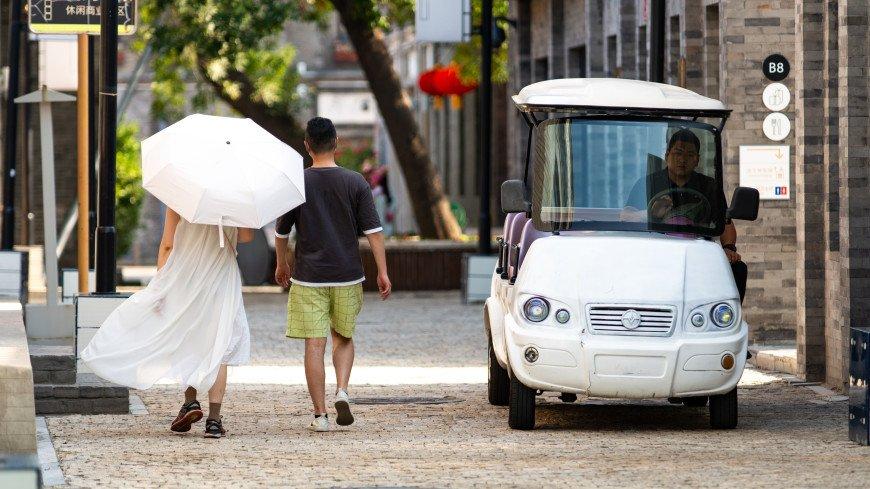 Пекинцам разрешили впервые за многие месяцы выходить на улицу без маски