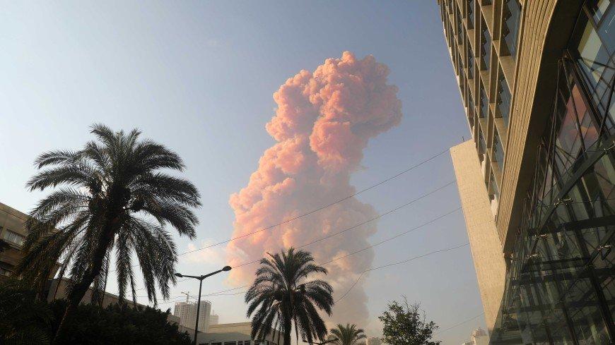Цвет дыма подтверждает версию о взрыве удобрений в порту Бейрута