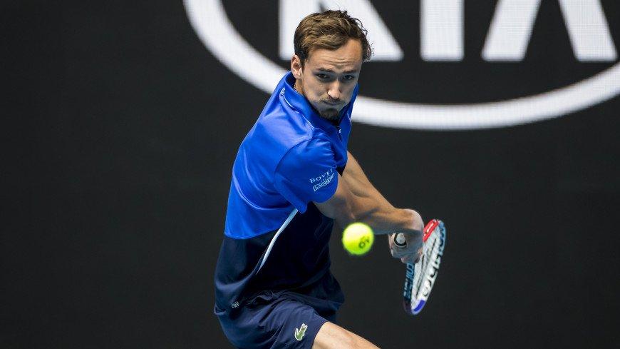 Российский теннисист Медведев выиграл свой первый матч за полгода