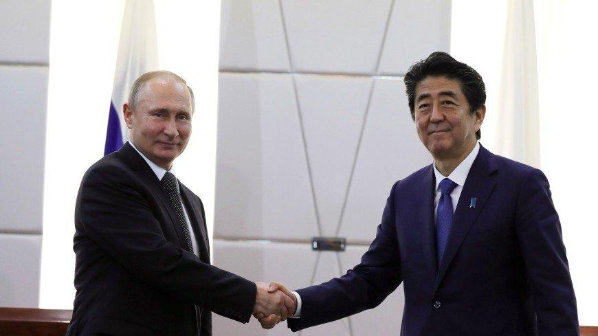 Абэ и Путин в телефонном разговоре подтвердили курс на заключение мирного договора