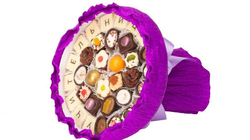 Шоколадные букеты учителям на 1 сентября потеснили цветы