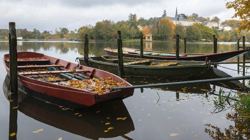 В Новгородской области на дне реки нашли 36-метровую плоскодонку