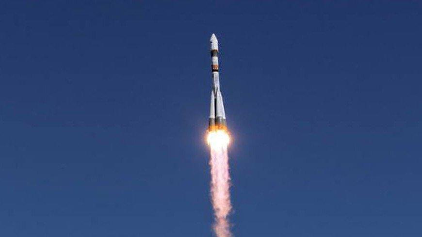 Участников первого группового турполета в космос представят в 2021 году
