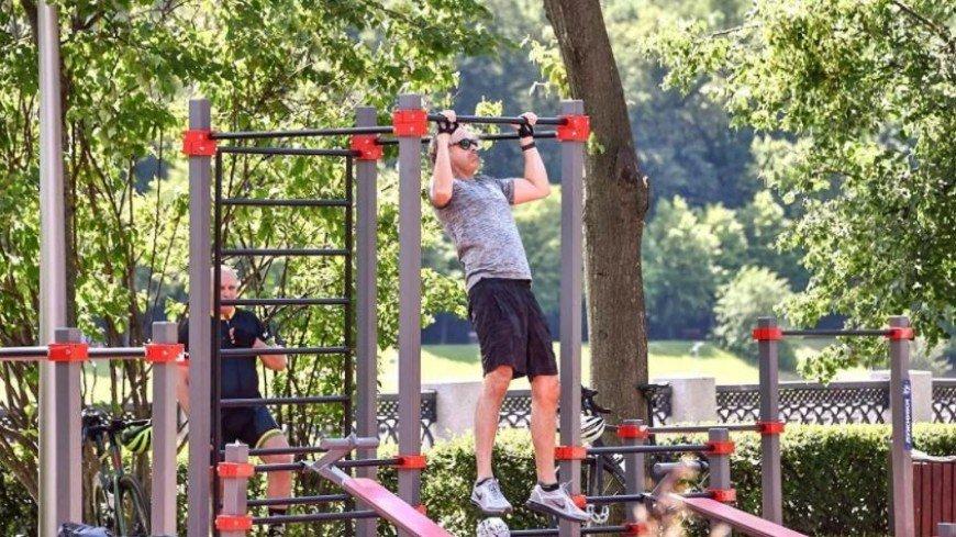 В московских парках оборудовали более 90 спортивных площадок для воркаута