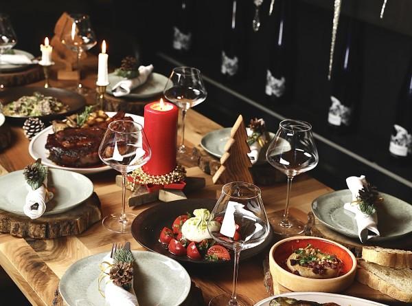 Капрезе на шпажках, тарталетки с острым кремом и креветками и другие закуски для новогоднего стола
