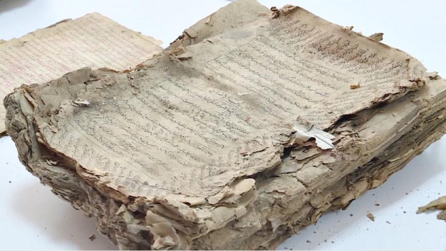 Казахстанец нашел на кладбище 120-летний сборник священных текстов