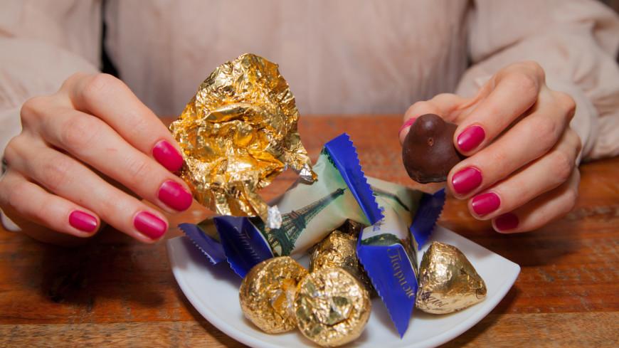 Девушка и шоколад,девушка, шоколад, конфета, десерт, сладкое, десерт, ,девушка, шоколад, конфета, десерт, сладкое, десерт,