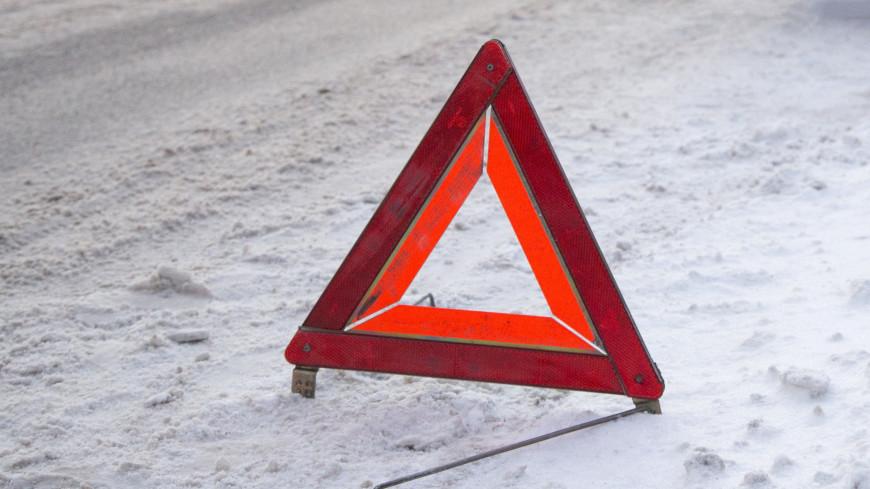 Два автомобиля столкнулись на Тульской эстакаде в Москве