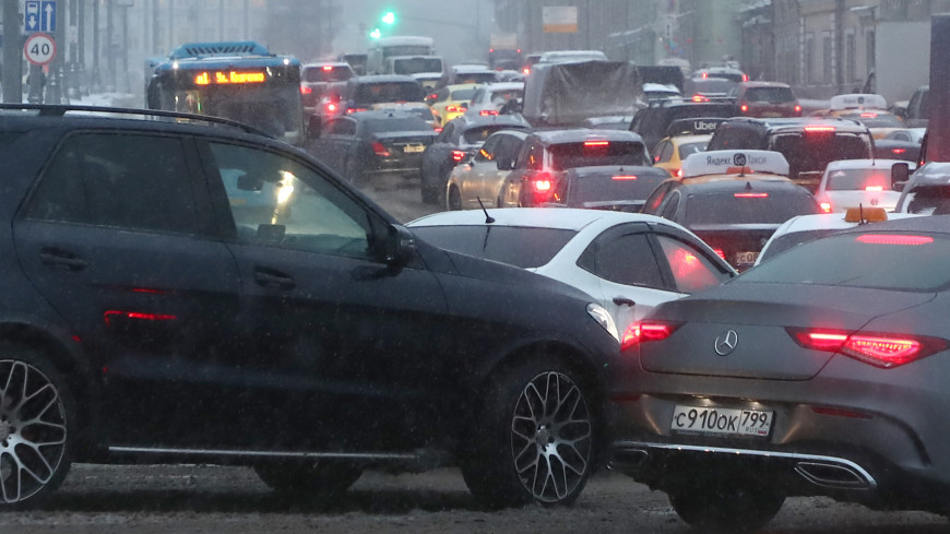 В Москве из-за снегопада пробки достигли девяти баллов