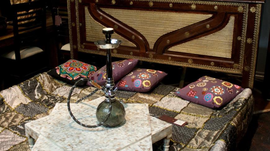 """Фото: Елена Андреева, """"«Мир24»"""":http://mir24.tv/, спальня, кальян, кровать"""