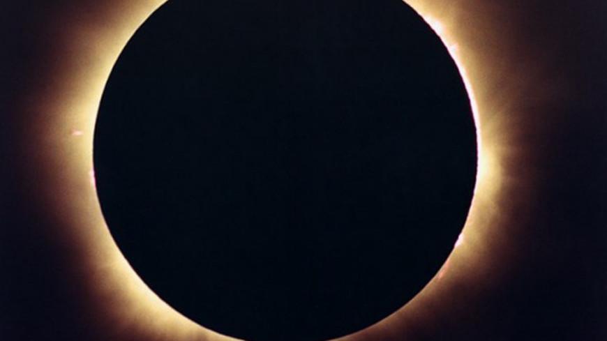 """Источник:  Dominik Pasternak, """"NASA"""":http://www.nasa.gov/, солнечное затмение"""