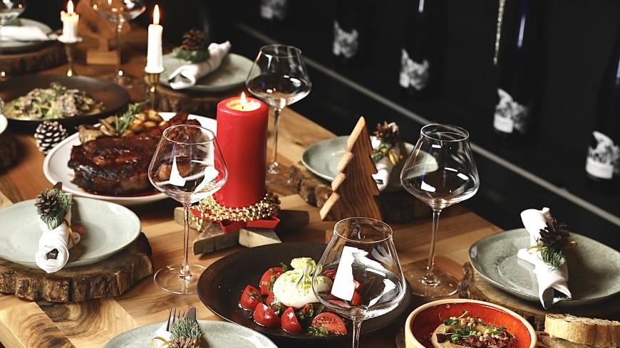 Капрезе на шпажках, лосось с васаби, тарталетки с острым кремом и креветками, а также другие шедевры «на один укус» для новогоднего стола