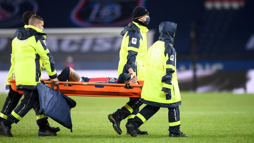 Бразилец Неймар получил травму в матче с «Лионом» и покинул поле на носилках
