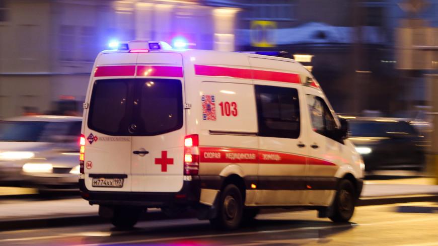 На юго-западе Москвы перевернулся автомобиль скорой помощи