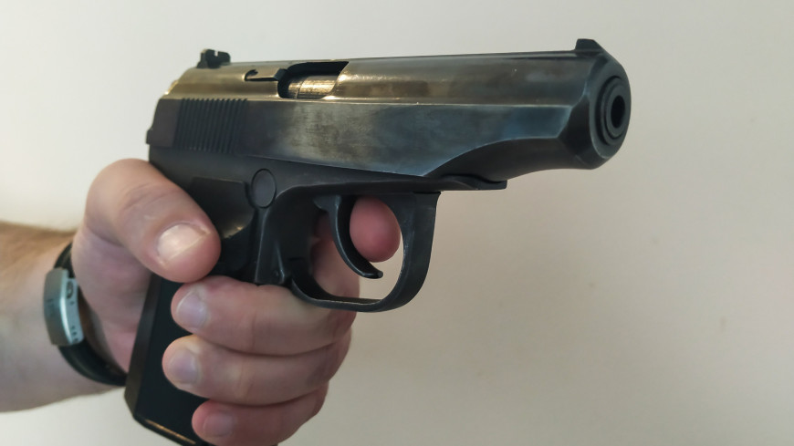преступник, оружие, пистолет, угроза, киллер, мужчина, убийство, убийца, выстрел, пуля, ствол, патрон, курок, убийство, задержание, полиция, защита, самооборона, оборона, нападение, безопасность,