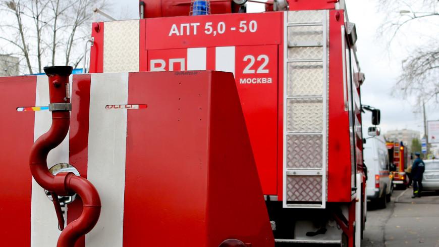 В подмосковной Апрелевке загорелся склад на площади 800 квадратных метров