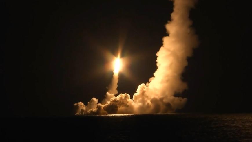 Подлодка «Владимир Мономах» впервые залпом запустила четыре ракеты «Булава»