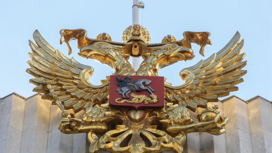 В России празднуют 20-летие государственных флага, герба и гимна